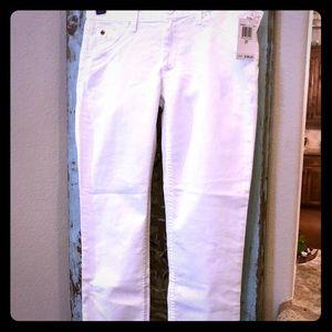 NWT - Hudson white jeans